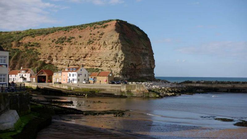 Robson Greens Coastal Lives Series 1 1of6 Isle of Skye 720p HDTV x264 AAC MVGroup org mp4 preview 8